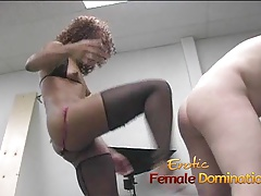 Lusty ebony slut makes a stricken cock cum by financial stability by no manner of means her hands