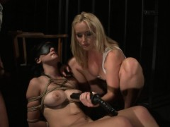 Blindfolded filial gets her pussy dildoed