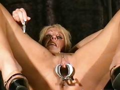 Bizarre Medical Torture be advantageous to Crystel Lei in electro